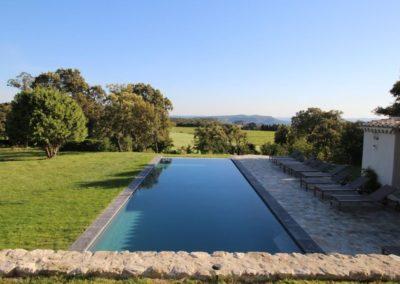 Clansayes - Vue et piscine